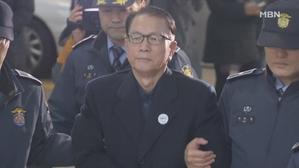 '블랙리스트' 김기춘, 검찰총장 출신 김기수 변호사 선임