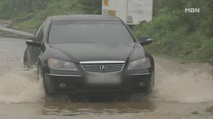 깊이 50cm '물바다 도로' 달렸다간 폐차 위기