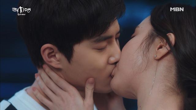 김준면(EXO 수호)김예원의 진한 키스! 오늘 밤은 나랑 있자