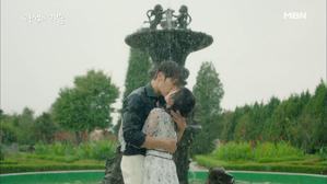 애틋한 재회의 키스♥